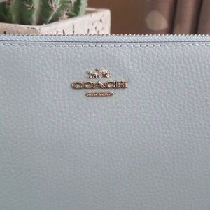COACH Double Zip Around Wallet 💠